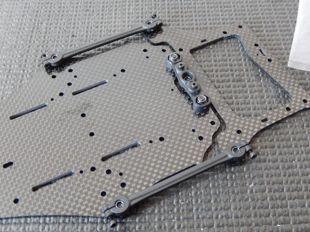 Insertando links laterales en chasis de VBC LightningFXM