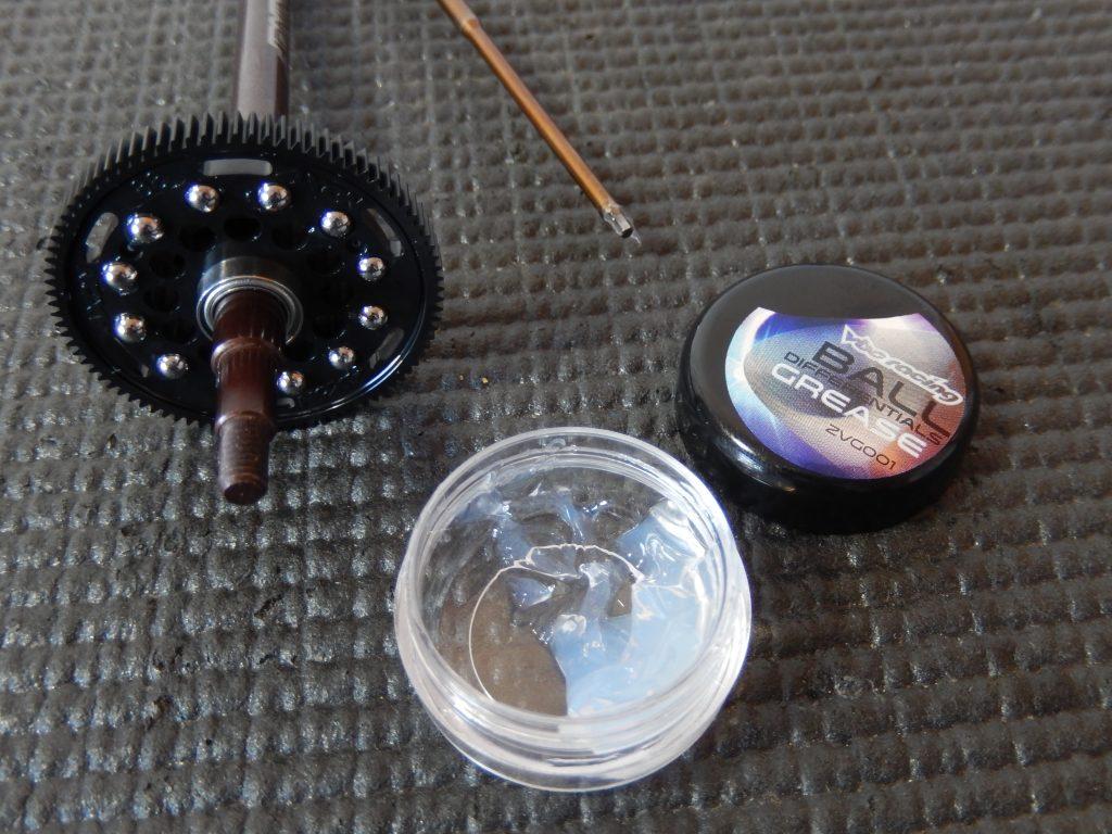 Engrasando y poniendo las bolas del diferencial del VBC LightningFXM