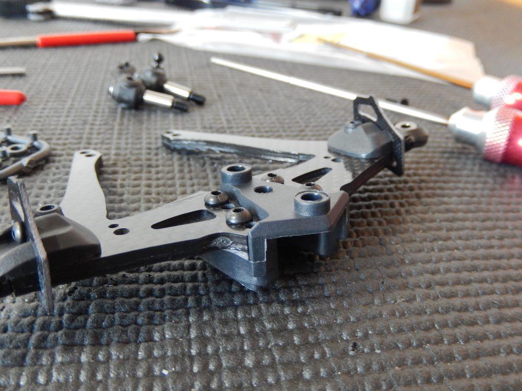 Trapecios de carbono montados en soporte delantero central